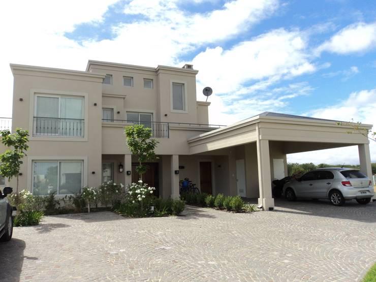 Casa en Albanueva, Tigre: Casas unifamiliares de estilo  por Estudio Dillon Terzaghi Arquitectura