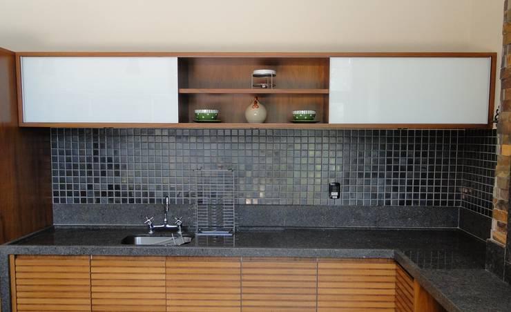 Espaço Gourmet : Cozinhas  por Erlon Tessari Arquitetura e Design de Interiores