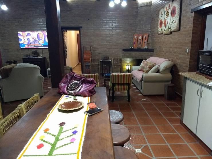 Diseño y Construcción de Casa Celmira en Santiago del Estero por A3 Arquitectas: Livings de estilo  por A3 arquitectas