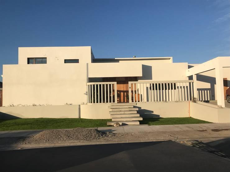 CASA CORREA - SERENA GOLF: Casas de estilo  por VASGO