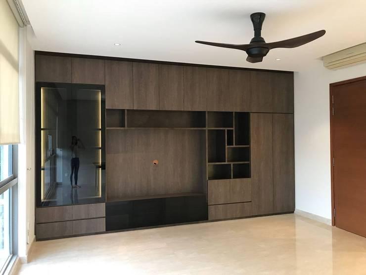 MONOCHROMATIC MINIMALIST THEME:  Living room by Singapore Carpentry Interior Design Pte Ltd,Minimalist