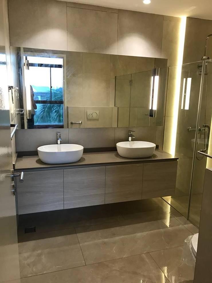 MONOCHROMATIC MINIMALIST THEME:  Bathroom by Singapore Carpentry Interior Design Pte Ltd