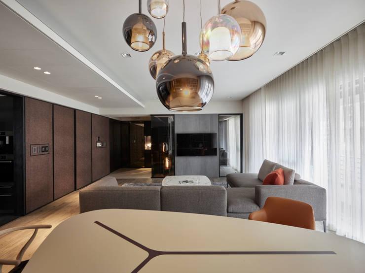 童趣不失時尚的吊燈:  餐廳 by 耀昀創意設計有限公司/Alfonso Ideas
