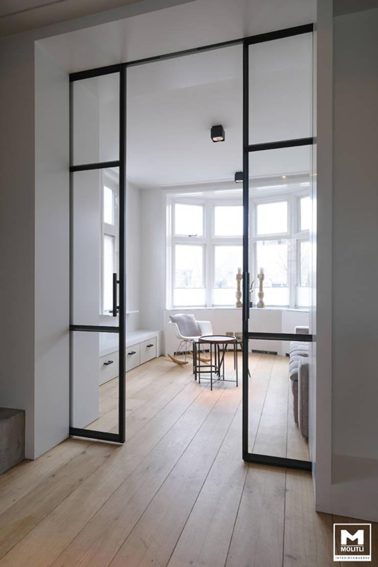 Uitbouwproject in Nijkerk:  Woonkamer door Molitli Interieurmakers, Industrieel