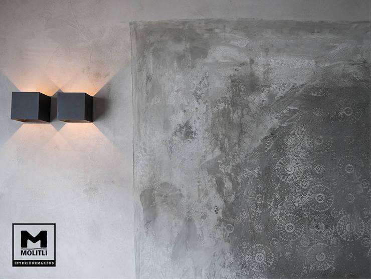 Restyling woonkamer :  Woonkamer door Molitli Interieurmakers, Industrieel