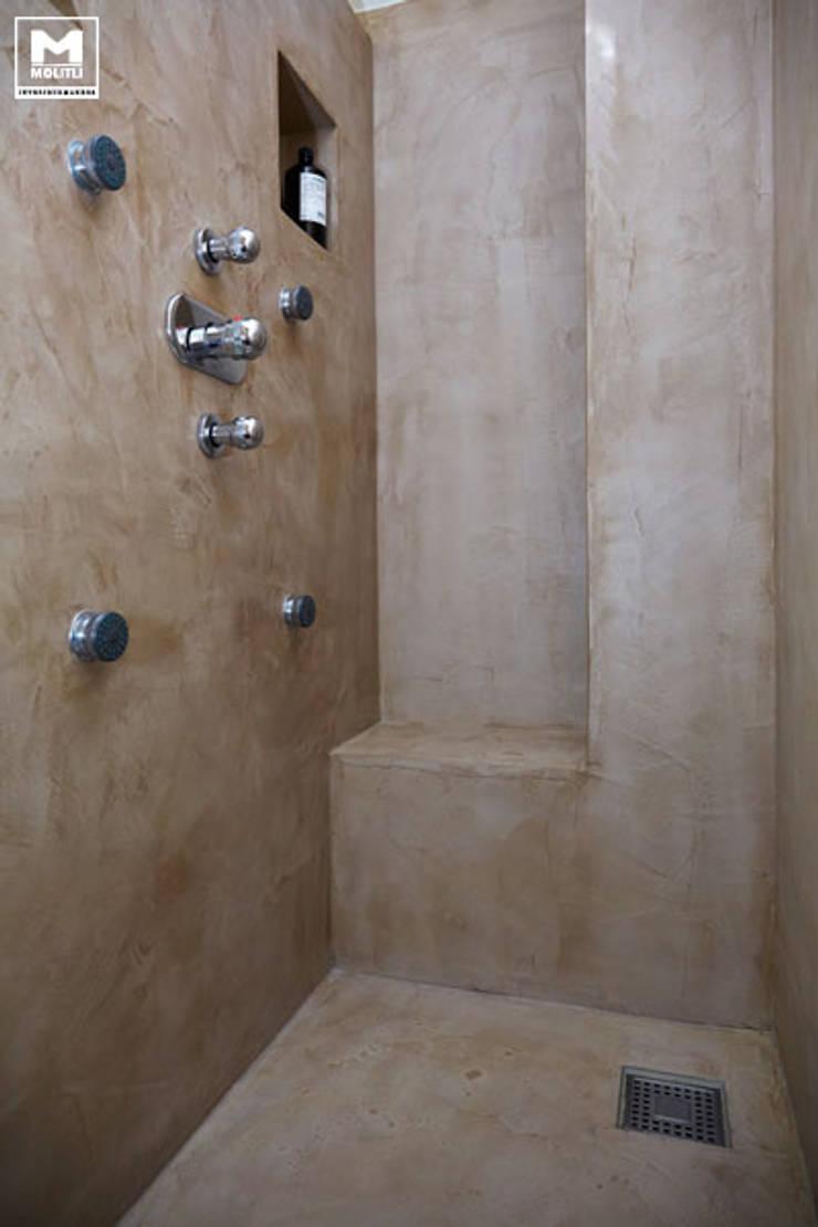 Badkamer betonstuc en op maat gemaakt wasmeubel:  Badkamer door Molitli Interieurmakers, Landelijk