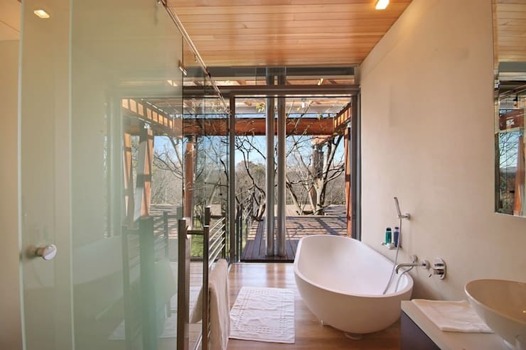 Bathroom by Van der Merwe Miszewski Architects