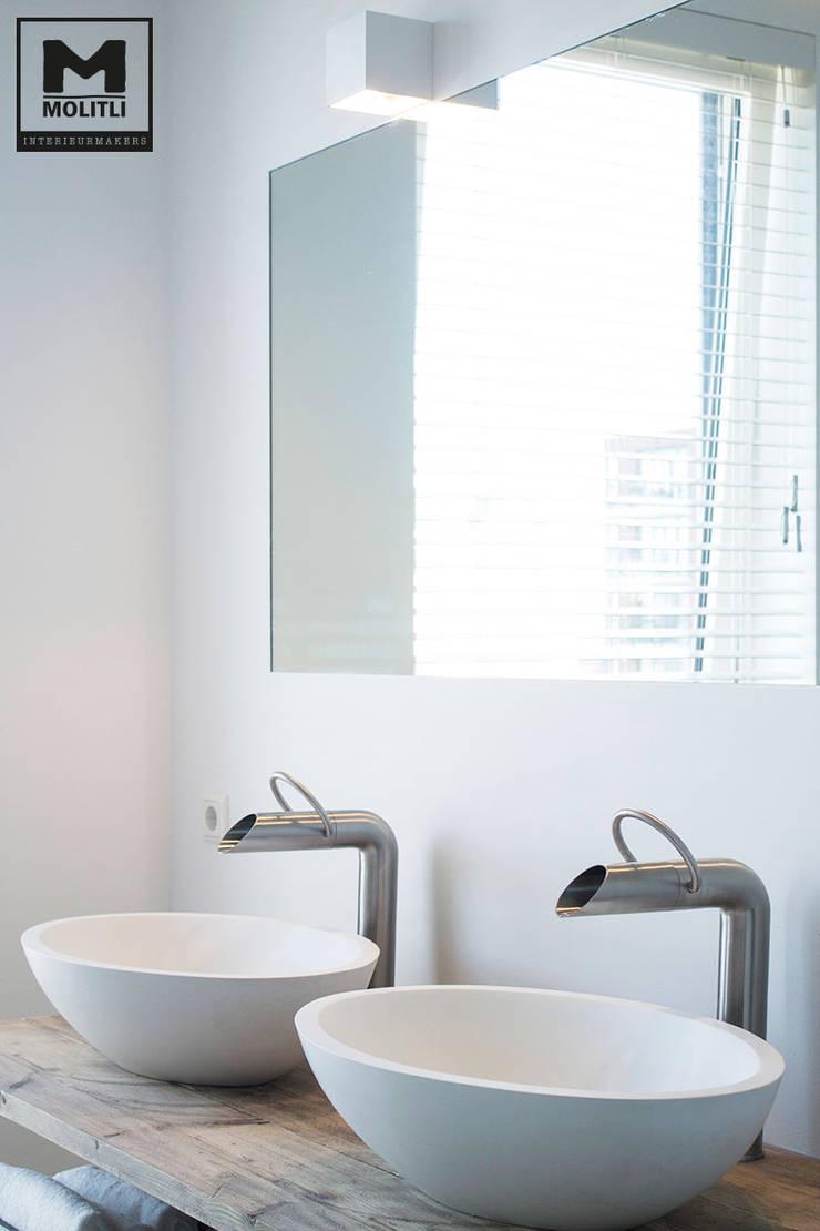 Badkamer:  Badkamer door Molitli Interieurmakers, Scandinavisch