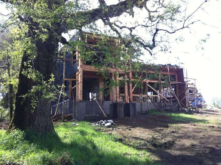 Construccion: Casas de estilo  por KOMMER ARQUITECTOS