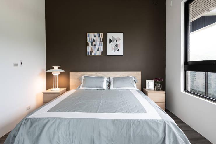 主臥室:  臥室 by 果仁室內裝修設計有限公司