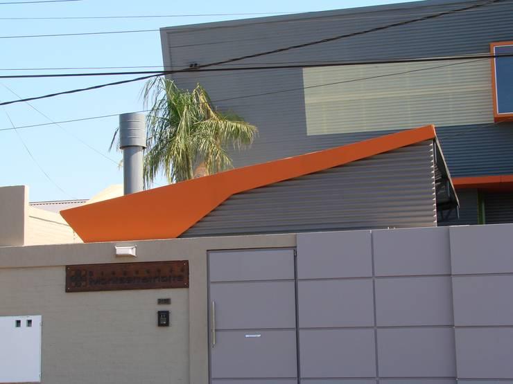 Droguería Monstserratnorte - Fachada 2: Edificios de Oficinas de estilo  por Módulo 3 arquitectura