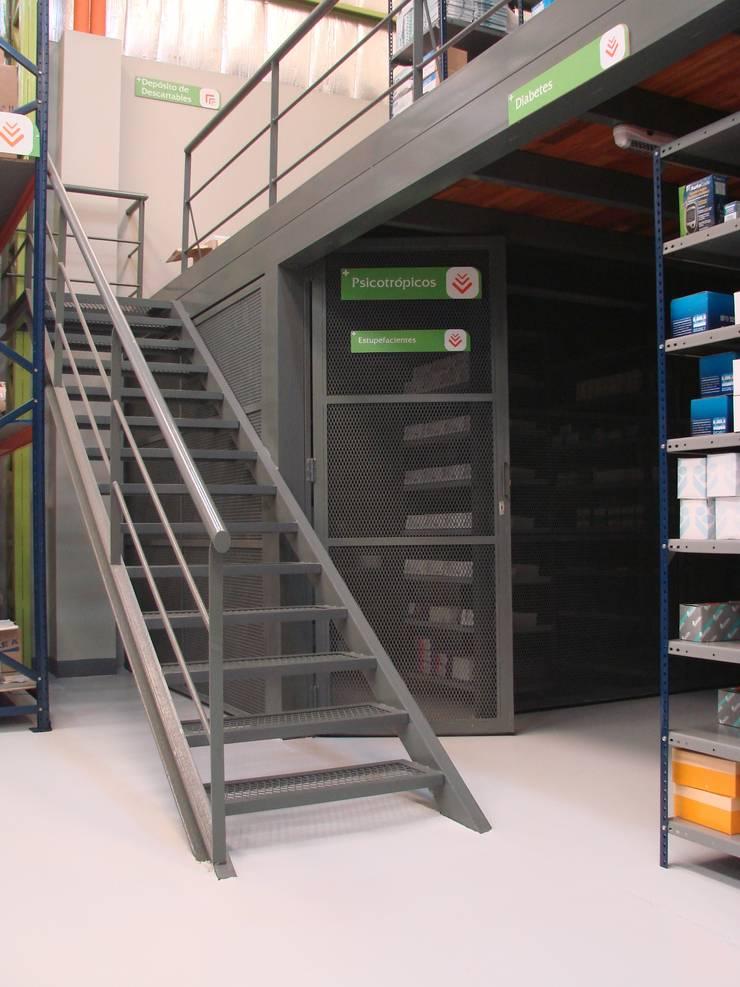 Droguería Monstserratnorte - Area de medicamentos restringidos: Edificios de Oficinas de estilo  por Módulo 3 arquitectura