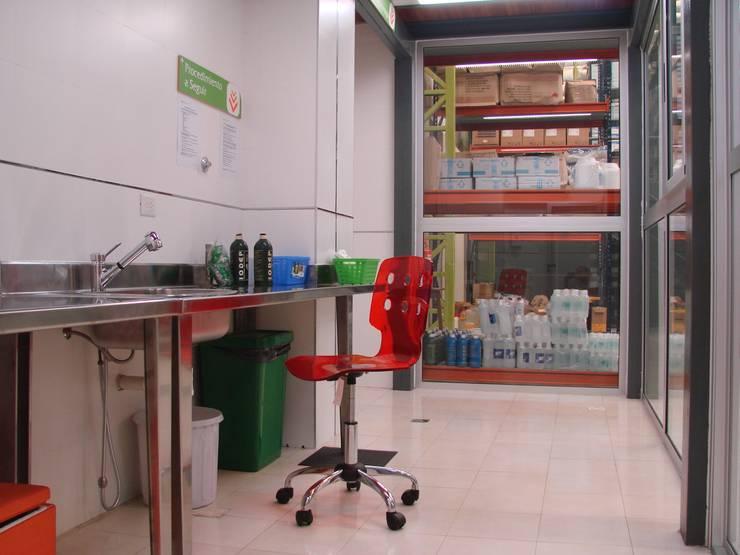 Droguería Monstserratnorte - Laboratorio: Edificios de Oficinas de estilo  por Módulo 3 arquitectura