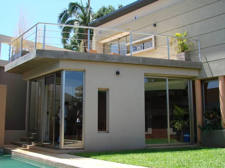 IP - Exterior 3: Casas de estilo  por Módulo 3 arquitectura