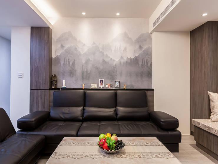日常的溫度 木質調:  客廳 by 好室佳室內設計