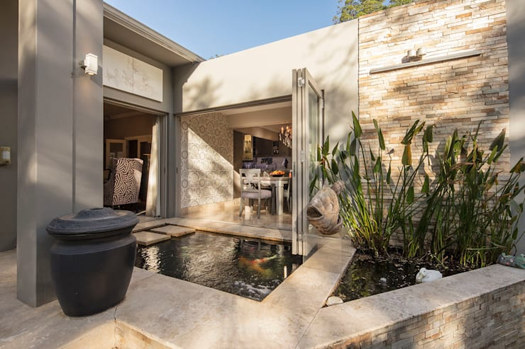 The Fish Pond:  Bungalows by Spegash Interiors, Classic