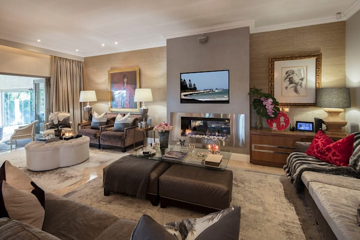 A Relaxing Lounge:  Living room by Spegash Interiors