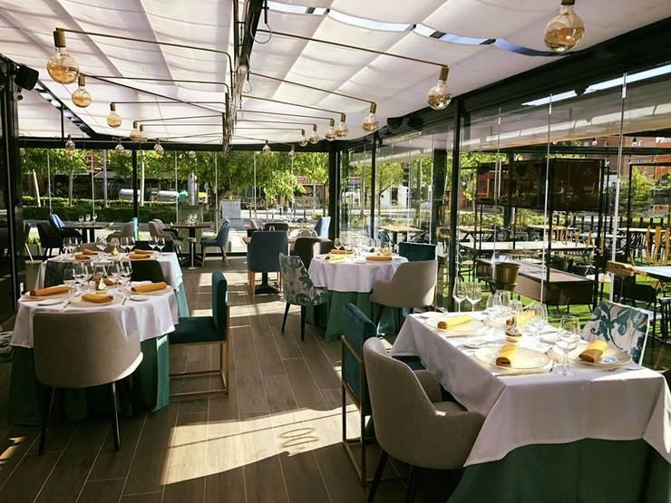 Salas de jantar  por Muebles Marieta