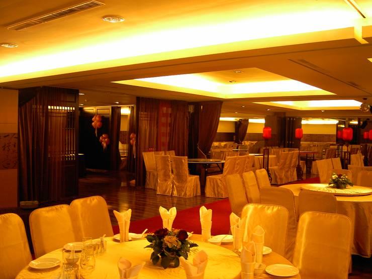 台中婚宴會館:  餐廳 by 台中室內建築師|利程室內外裝飾 LICHENG