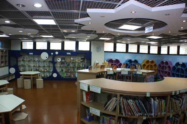 觸目可及的書目:  學校 by 台中室內建築師|利程室內外裝飾 LICHENG