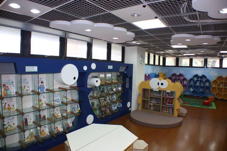東大附小圖書館:  學校 by 台中室內建築師|利程室內外裝飾 LICHENG
