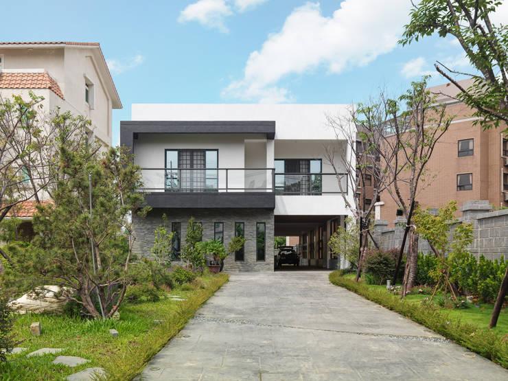 光景 巫宅:  房子 by WID建築室內設計事務所 Architecture & Interior Design