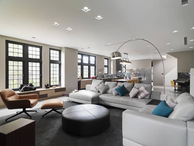 光景 巫宅:  客廳 by WID建築室內設計事務所 Architecture & Interior Design