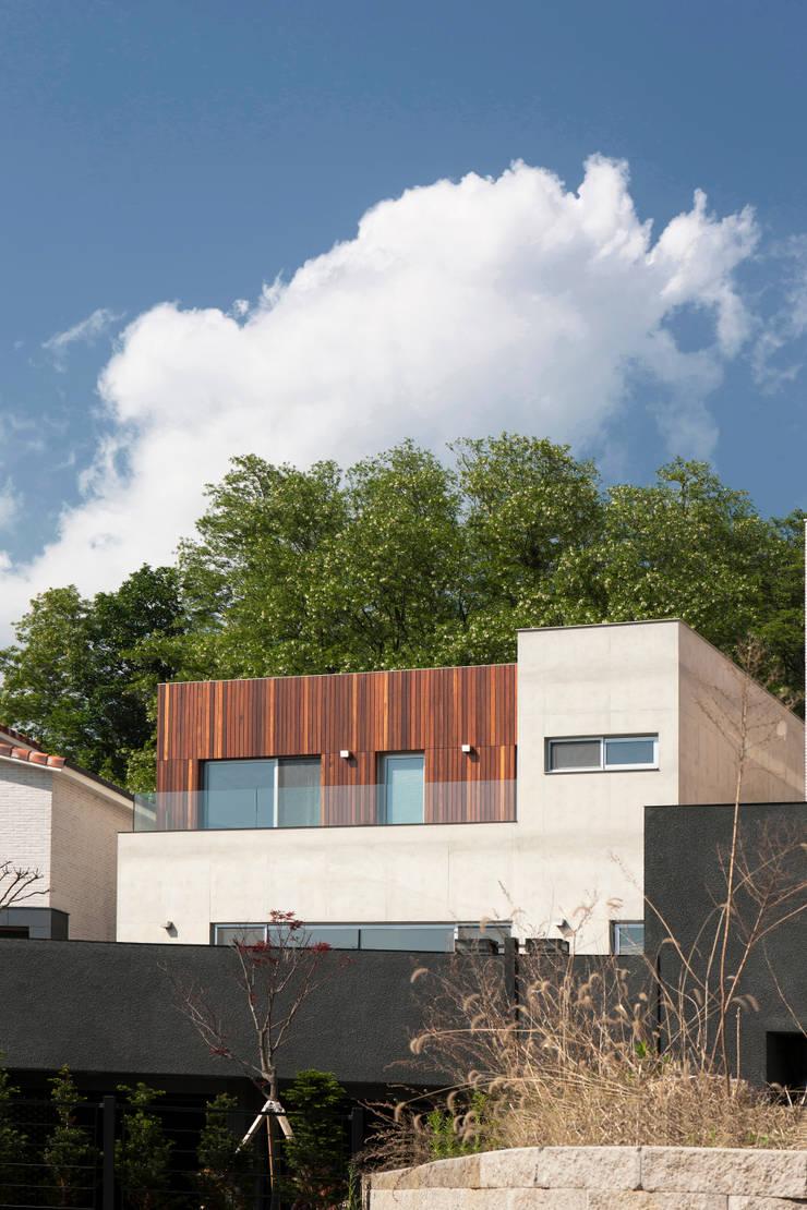 Signature House: 백에이어소시에이츠의  주택