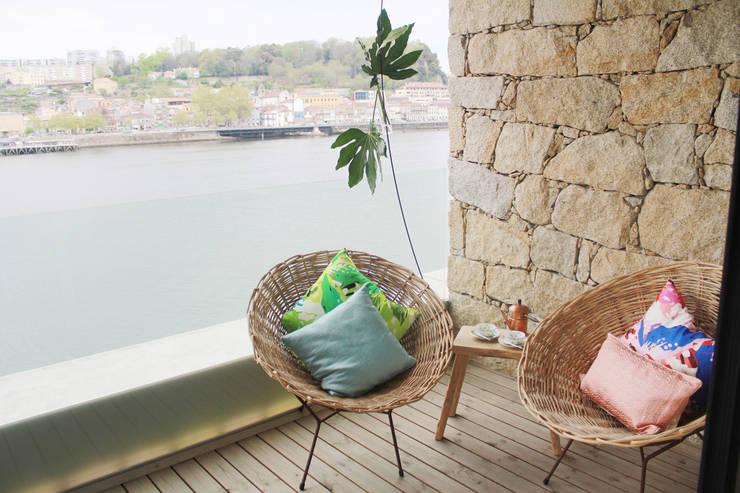 Balcony Modern style balcony, porch & terrace by Tangerinas e Pêssegos - Design de Interiores & Decoração no Porto Modern Granite