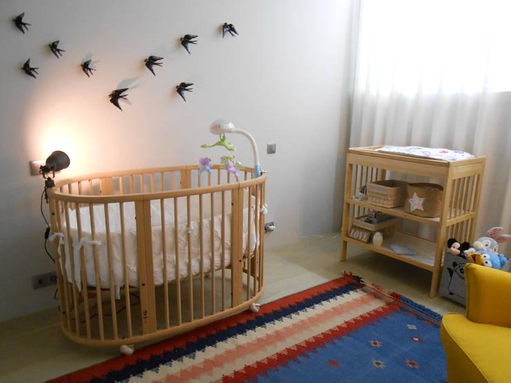 Quarto de criança: Quartos de rapaz  por Tangerinas e Pêssegos - Design de Interiores & Decoração no Porto