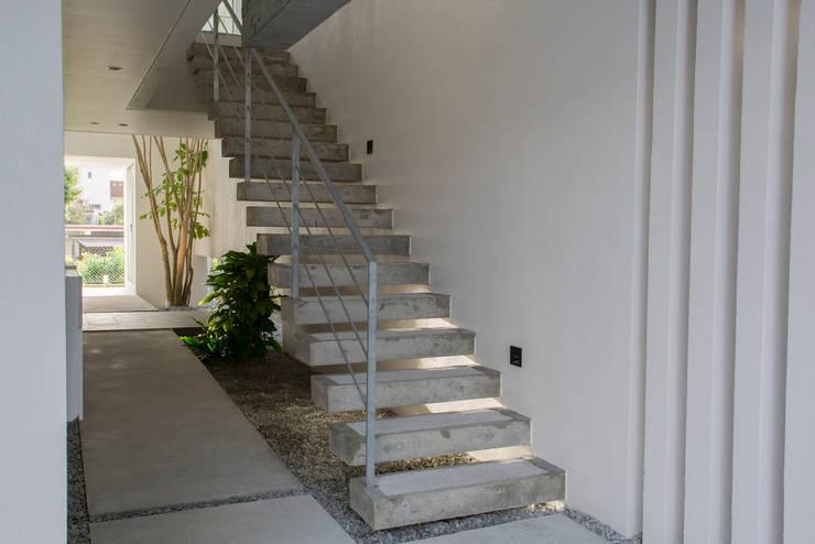 アプローチ(外階段): 株式会社クレールアーキラボが手掛けた階段です。