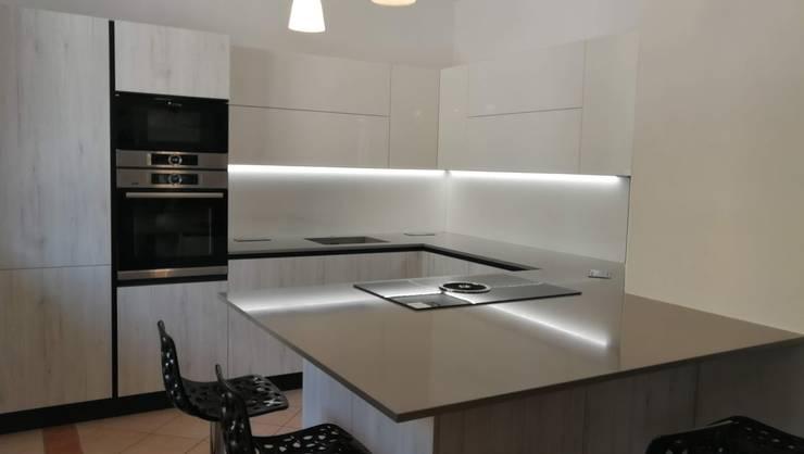 Cucina Rovere Bianco e Laccato Bianco von Formarredo Due design 1967 ...