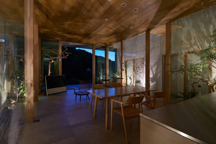 Projekty,  Salon zaprojektowane przez 藤原・室 建築設計事務所