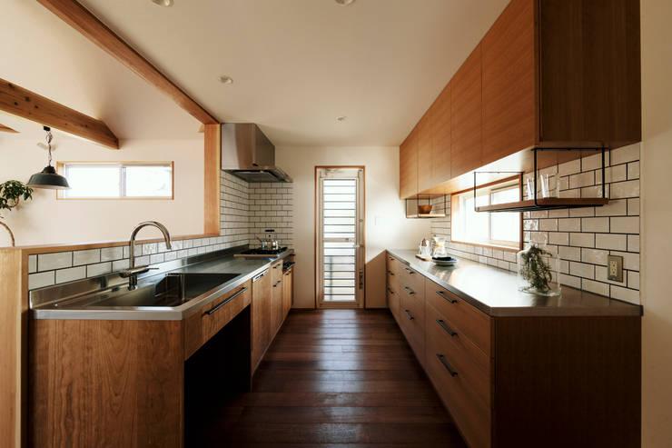 Armarios de cocinas de estilo  por ELD INTERIOR PRODUCTS