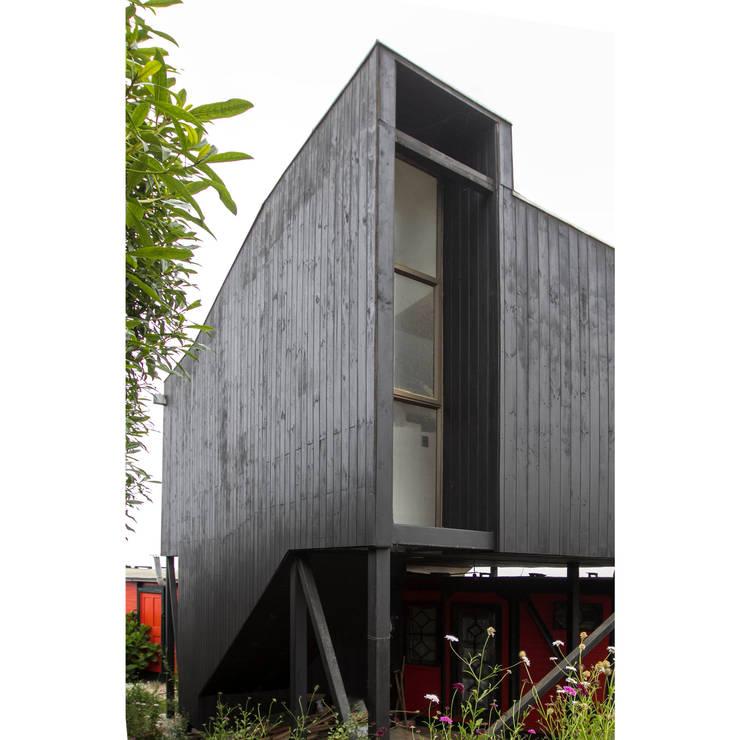 木屋 by Crescente Böhme Arquitectos, 簡約風 木頭 Wood effect