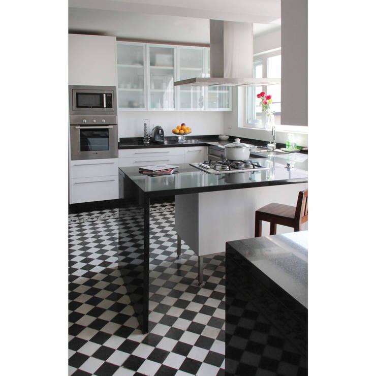 Remodelación Casa García Moreno: Cocinas equipadas de estilo  por Crescente Böhme Arquitectos