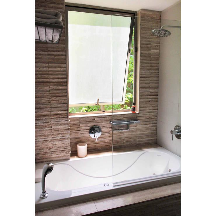 Reconstrucción de baño, Lo Recabarren: Baños de estilo  por Crescente Böhme Arquitectos