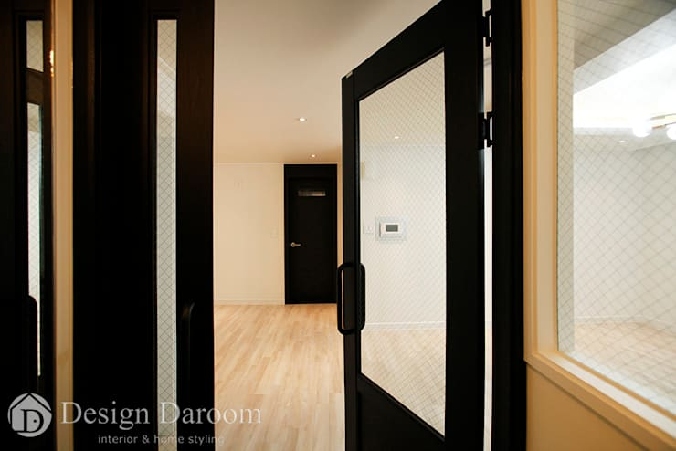 Corridor and hallway by Design Daroom 디자인다룸,