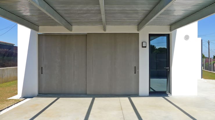 Vivienda en Curtis: Garajes abiertos de estilo  de AD+ arquitectura