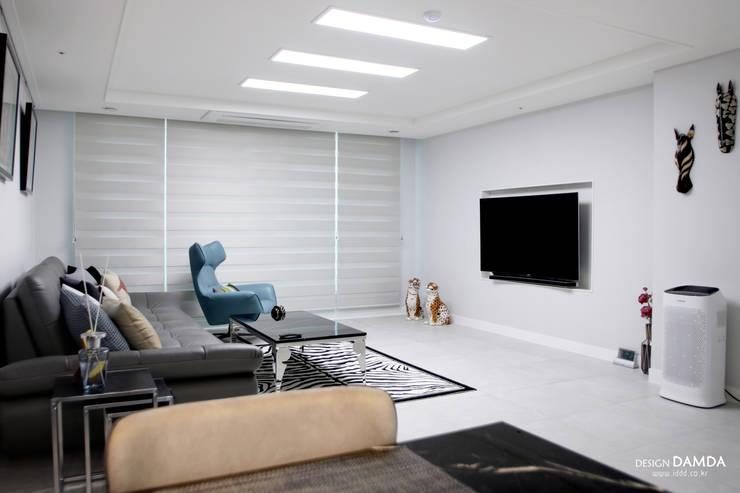 백현동 푸르지오 그랑블 39평: 디자인담다의  거실