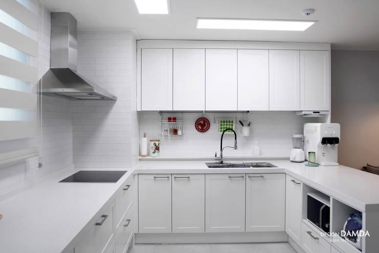 백현동 푸르지오 그랑블 39평: 디자인담다의  주방