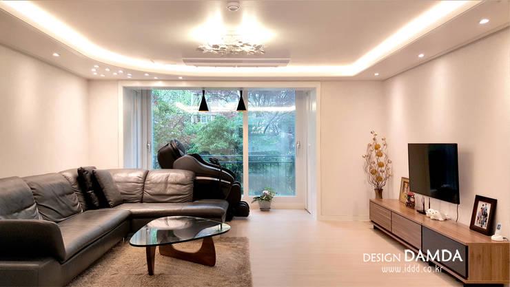 강남구 압구정동 현대아파트 48평: 디자인담다의  거실,모던