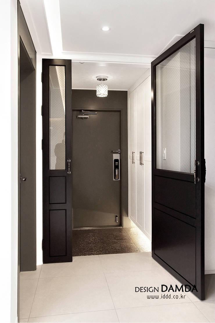 분당구 서현동 시범마을 현대아파트 39평: 디자인담다의  복도 & 현관,모던