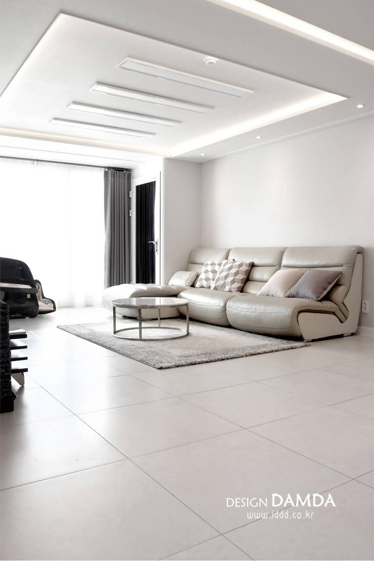 분당구 서현동 시범마을 현대아파트 39평: 디자인담다의  거실,모던