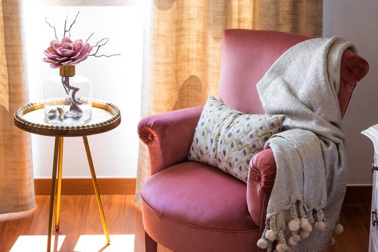 MOBÍLIAS  QUARTO CASAL: Quartos  por Glim - Design de Interiores