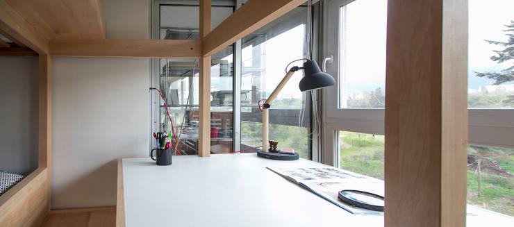 Muebles Luz: Estudio de estilo  por Crescente Böhme Arquitectos