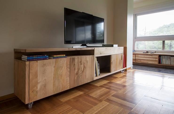 Muebles Luz: Salas de estilo  por Crescente Böhme Arquitectos