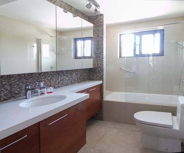 Casa Simón Gonzalez: Baños de estilo  por Crescente Böhme Arquitectos