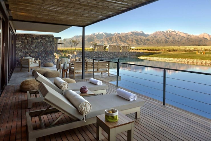 The Vines Resort & Spa | Villas: Hoteles de estilo  por Bórmida & Yanzón arquitectos