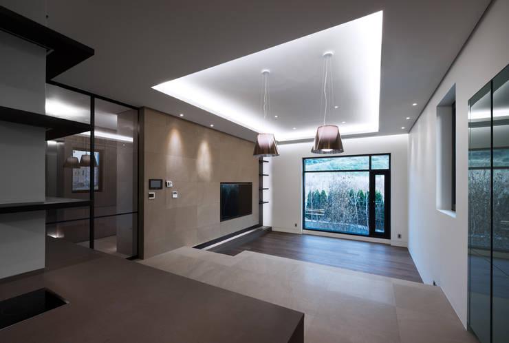 Casa 584 : Design Tomorrow INC.의  거실